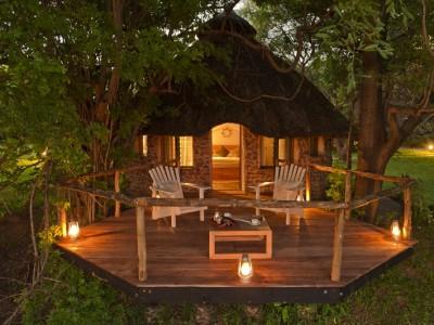 The chalets at Kanyemba Lodge