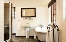 Standard bathroom, Arathusa Safari Lodge