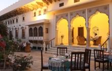 Relaxing evenings at Dera Mandawa