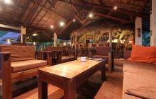 Lounge and bar, Sakatia Lodge